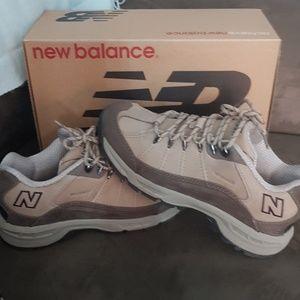 New balance hiking shoe new 8